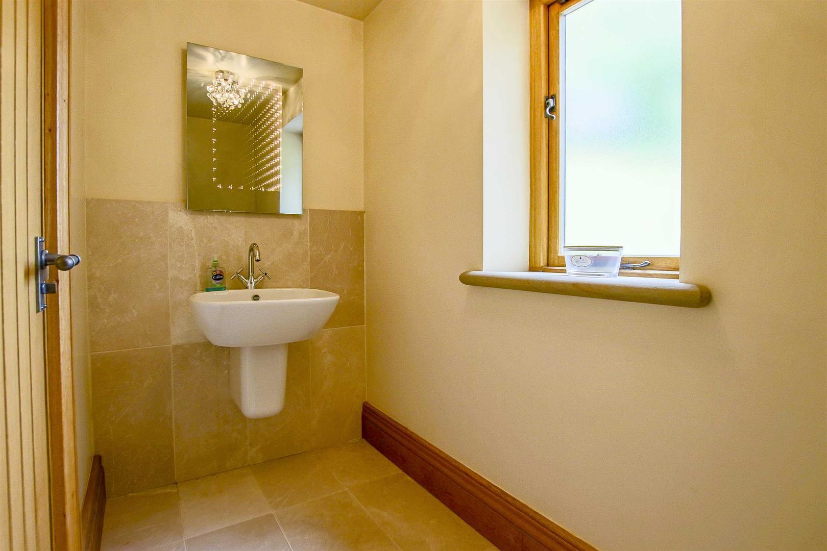 5 Bedroom Cottage For Sale - Image 31